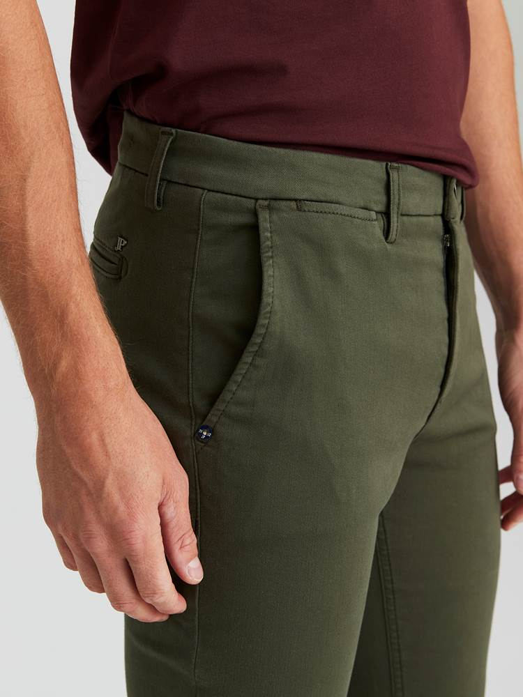 Alan Color Hyper Stretch Chino 7244105_GUC-JEANPAUL-A20-Modell-front_1018_Alan Color Hyper Stretch Chino GUC.jpg_Front||Front