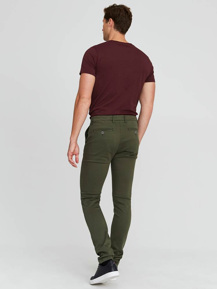 Alan Color Hyper Stretch Chino 7244105_GUC-JEANPAUL-A20-Modell-back_13468_Alan Color Hyper Stretch Chino GUC.jpg_Back||Back