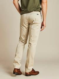 Brian Stretch Chino 7206896_I4Y_JEAN PAUL_NOS_Modell-back_Brian Chinobukse I4Y_Brian Stretch Chino I4Y.jpg_