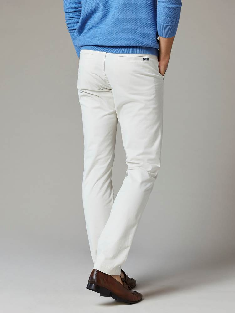 Brian Stretch Chino 7241737_105-JEANPAUL-S20-Modell-back_99891_Brian Stretch Chino 105.jpg_Back||Back