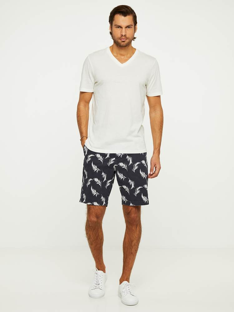 LEAVES PRINTET SHORTS 7243089_C27-HENRYCHOICE-H20-Modell-right_22711_LEAVES PRINTET SHORTS C27.jpg_Right||Right