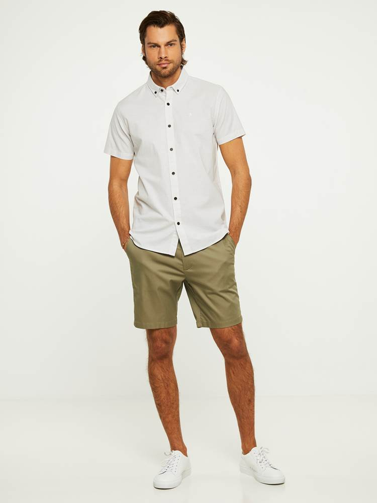 EVENING SHORTS 7243092_I4Q-HENRYCHOICE-H20-Modell-right_25638_EVENING SHORTS I4Q.jpg_Right||Right