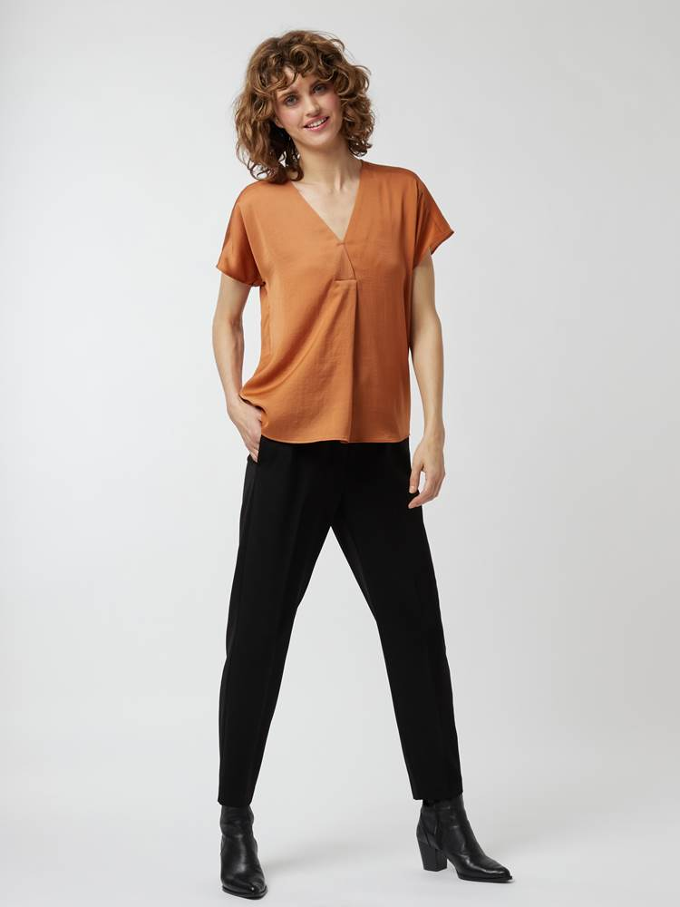 Rinda topp 7244743_610-IN WEAR-A21-Modell-Front_chn=vic_47298.jpg_Front||Front
