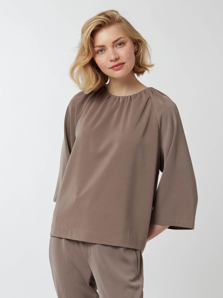 Cadia topp 7248468_A9C-IN WEAR-A21-Modell-Front_chn=vic_9560.jpg_Front  Front