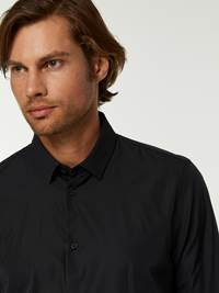 OSLO SKJORTE - TAILOR FIT 7244565_C18-HENRYCHOICE-A20-Modell-right_75308_OSLO SKJORTE - TAILOR FIT C18.jpg_Right||Right