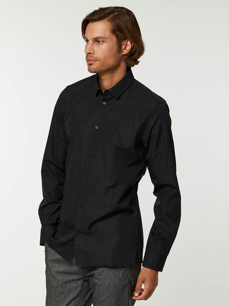 OSLO SKJORTE - TAILOR FIT 7244565_C18--A20-Modell-left_36372_OSLO SKJORTE - TAILOR FIT C18.jpg_Left||Left
