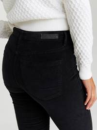 Sabine Cord Bukse 7244329_CAB-JEANPAULFEMME-A20-Modell-back_18744_Sabine Cord Bukse CAB.jpg_Back||Back