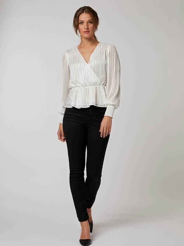 Ivory Bluse 7245656_O79-BLU-W20-Modell-front_99738_Ivory Bluse O79.jpg_Front||Front