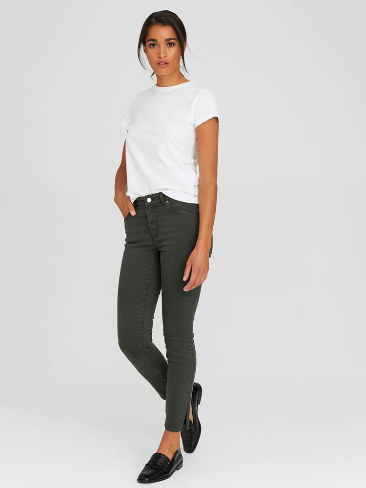 Sabine Cropped Color Jeans 7244251_GOY-JEANPAULFEMME-A20-Modell-front_34334_Sabine Cropped Color Jeans GOY_Sabine Cropped Color Jeans GOY 7244251 7244251 7244251 7244251.jpg_Front||Front